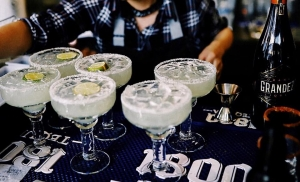 6 margaritas on the bar.
