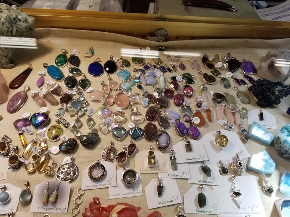 Earthlight Rocks and Gems