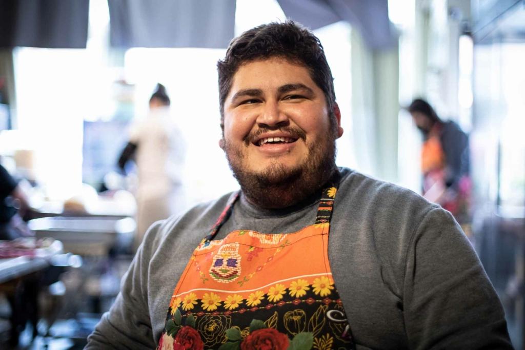 Picture of Osbaldo Hernandez wearing an apron.
